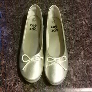 Zoe and Zac Light gold girl's flats 13.5